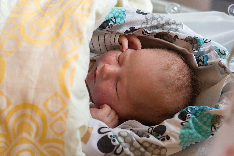 Eliška Kaplanová z Brandýsa nad Labem se narodila v nymburské nemocnici 15. listopadu 2020 v 0.14 hodin s váhou 3 600 g a mírou 50 cm. Těšila se na ni maminka Veronika, tatínek Jan a bráškové Marek (8 let) a Kryštof (12 let).