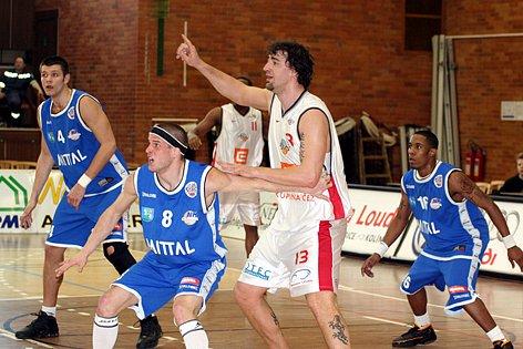 Basketbalisté Nymburka hrají první kolo play off s Ostravou.