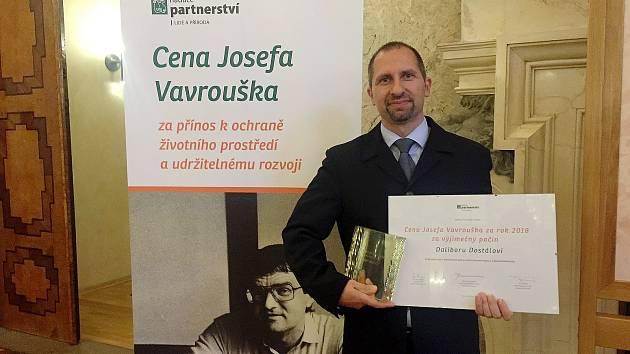 Dalibor Dostál s Cenou Josefa Vavrouška za projekt návratu původních kopytníků do krajiny u Milovic.