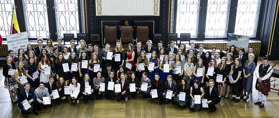 Letošní ocenění získalo přes 600 studentů, mezi nimi i školáci z Nymburka a Poděbrad.