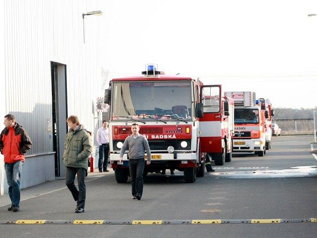 Krátce po požáru ve firmě Parker v Sadské