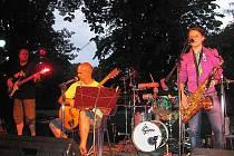 Na poděbradském Ostrově zahrála skupina Jablkoň.