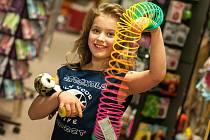 Setkání mají za sebou soutěžící v mladší kategorii do 10 let. Dívky nejprve zamířily do poděbradského hračkářství, další program pak čekal malé krásky ve fitness studiu.