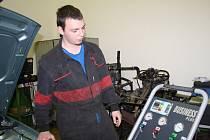 Vítěz krajského kola soutěže mladých automechaniků Michal Vondrášek.