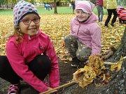 Školáci v poděbradském parku.