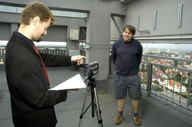 Mladý režisér natáčel na střeše učiliště.