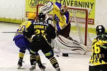 Z hokejového utkání druhé ligy Nymburk - Sokolov (3:4)
