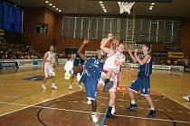 Ještě krok. Basketbalistům Nymburka chybí ke čtvrtému titulu v řadě vyhrát jediné utkání.