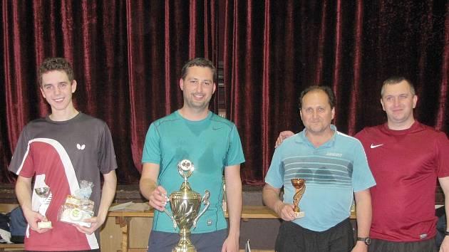 Nejlepší hráči. Zleva je druhý Ondra Žežule, vítěz Petr Nejedlý, třetí Jan Šimeček a čtvrtý Josef Liška
