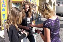 Při sedmém ročníku sbírky Pro světlušku poletovaly světlušky také po Nymburce
