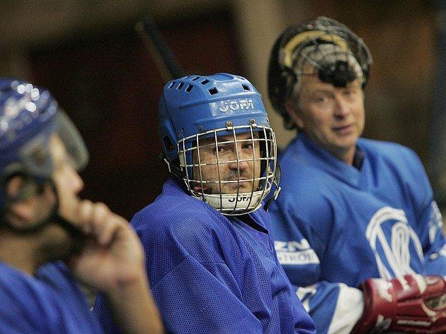 Ze zápasu Poděbradského poháru amatérských hokejistů