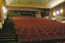 V brandýském kině se začalo znovu promítat.