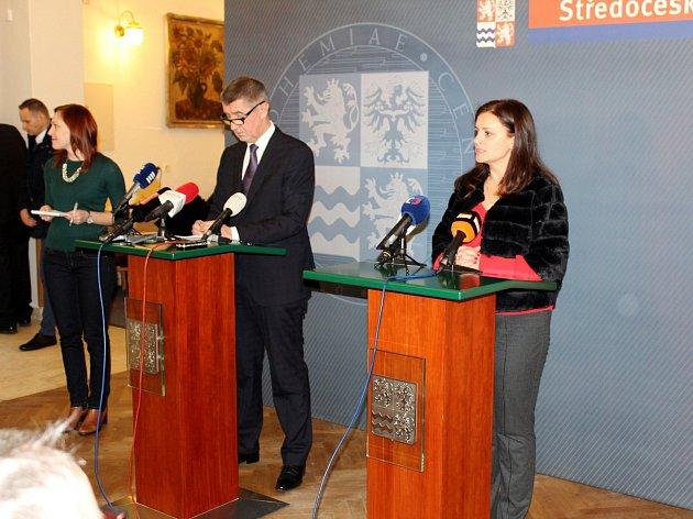 Premiér v demisi Andrej Babiš a středočeská hejtmanka Jaroslava Pokorná Jermanová na tiskové konferenci v Poděbradech.