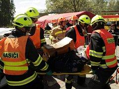 Soutěž ve vyprošťování z havarovaných aut se uskutečnila v centru Nymburka.
