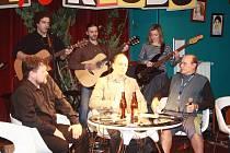 Hosty Jaroslava Kříže a Davida Šitavance v pořadu Večery v klubu byli herec Pavel Nový, ředitel nymburského pivovaru Pavel Benáka sládek Bohumil Valenta.