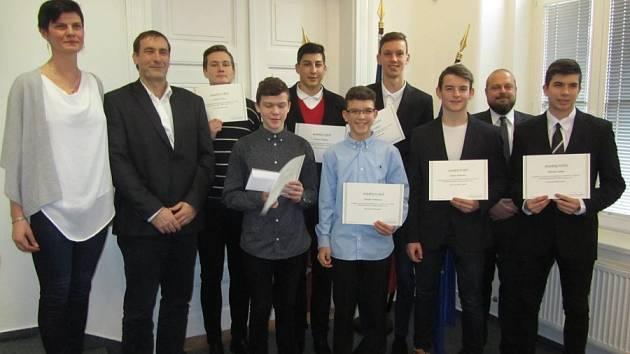 Ocenění žáků a studentů za jejich úspěšnou reprezentaci Středočeského kraje se konalo na půdě Krajského úřadu v sále zastupitelstva.