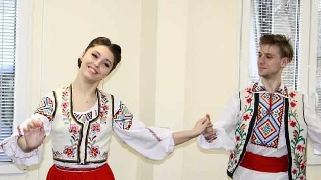 Svůj Poklad národa předvedli ukrajinské děti a mládež v chráněné dílně a klienti jim na oplátku vykouzlili úsměv.