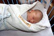 MATĚJ Z MĚSTCE. Matěj Kraus se narodil 15. listopadu 2017 přesně 29 minut po půlnoci. Vážil 4 070 g a měřil 51 cm. S rodiči Lucií a Adamem jsou doma v Městci Králové.