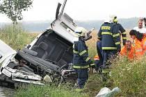 Ve středu po poledni se stala vážná dopravní nehoda na silnici od Dlouhopolska do Městce Králové. Těžce zraněného řidiče Škody Felicia musel vrtulník transportovat do vinohradské nemocnice.