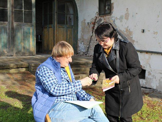 Noci literatury, k níž se letos připojila nymburská městská knihovna, se zúčastnil také komik Lukáš Pavlásek.
