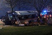 Tragická nehoda autobusu u Horoměřic na Praze - západ v pátek 12.ledna.
