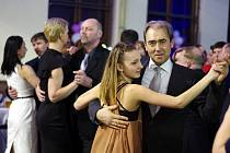 V Sadské se tančilo na společenském plese.