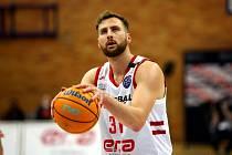Nymburský basketbalista Martin Kříž