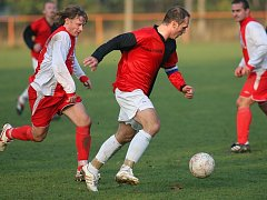 Z fotbalového okresního derby I.B třídy Ostrá - Polaban Nymburk B (4:1)