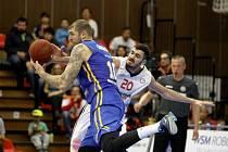 PROHRA O ČTYŘI BODY. Basketbalisté Nymburka svedli se silným Chimki Moskva vyrovnanou bitvu. Ale se špatným koncem.