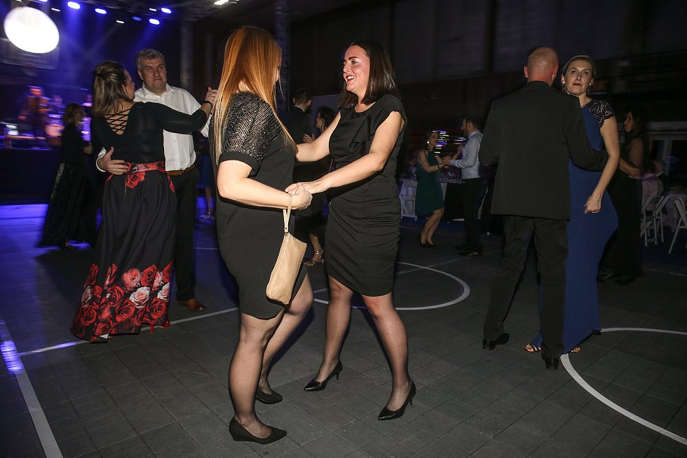 Z Nymburského basketbalového plesu
