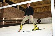 V Milovicích byl otevřen lyžařský trenažér.