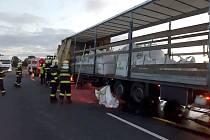 Doutnající kamion s obilím způsobil ve středu ráno kolony na hlavním tahu na Kolín.