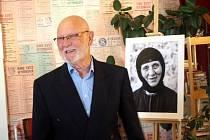 Výstava fotografií Izrael očima Pavla Štichy v předsálí nymburského Kina Sokol.