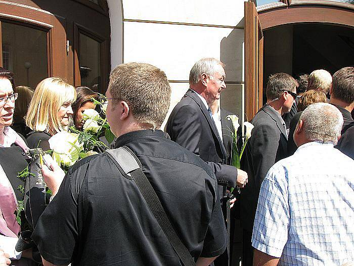 V poděbradském divadle Na Kovárně se konal ve středu v poledne pohřeb protikomunistického bojovníka Milana Paumera, třetího od Mašínů.