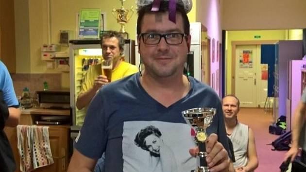 JOSEF HAMPL s pohárem a vítězným věncem