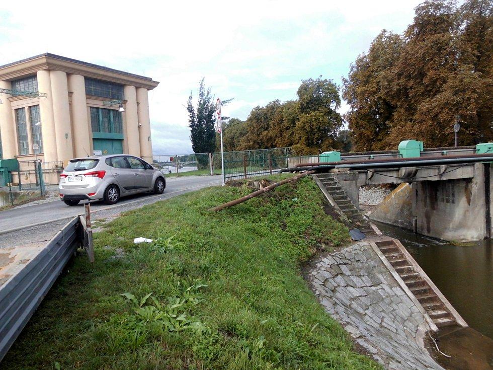 Místo u hydroelektrárny, kde k nehodě došlo.