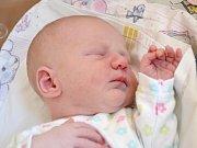 KAROLÍNA JE TŘETÍ. Karolínka Veselá se narodila 2. října 2013 s výškou 47 cm  a váhou 2 700 g. S maminkou Jaroslavou a tatínkem Jiřím odjela do Kounic za sourozenci Jiříkem (3 roky) a Dominikou (2 roky).