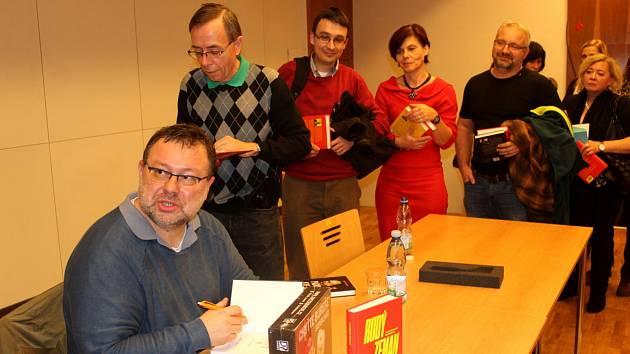 Novinář a spisovatel Jaroslav Kmenta.