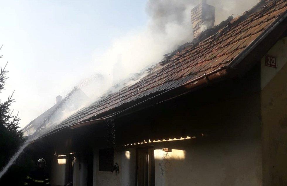 Požár rodinného domu v Městci Králové.