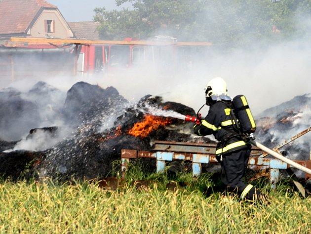 Požár hospodářských stavení v Hradčanech