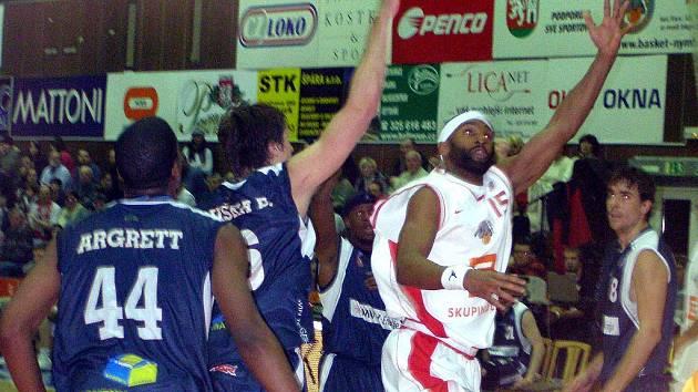 Basketbalisté Nymburka vyhráli i v Novém Jičíně