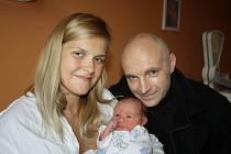 FILÍPEK JE PRVNÍ. FILIP SEBASTIAN VAJS se narodil 13. září 2017 v 13.35 hodin s mírami 3 570 g a 50 cm. Rodiče Jitka a Martin z Nymburka věděli předem, že jejich první bude klouček.