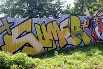 O víkendu se naplno rozběhl v Nymburce festival pouličních umělců převážně se spreji v rukách s názvem Město = Galerie. Proměnou prošlo několik lokalit, například i dlouhá stěna podél pivovaru.