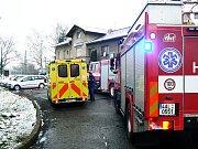 V sanitce žena bojovala o život, pak byla převezena do vinohradské nemocnice.