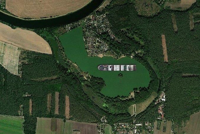 Kontejnerová loď Ever Given na jezeře v Sadské.