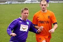 STŘELEC. Poříčanský útočník Petr Sedláček (vpravo) nastřílel v letošní sezoně už devatenáct gólů.