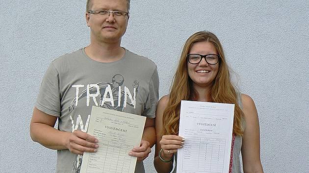 Zbyněk Budka nakonec musel přiznat, jaké známky měl ve druhé třídě. Ve srovnání se svojí dcerou přinesl domů horší vysvědčení.