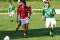 Poděbrady (v červeném) doma prohrály v derby se Sokolčí 0:1