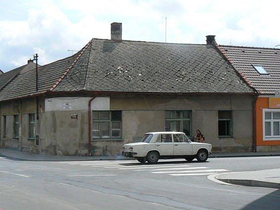 Dům číslo popisné 177 v Městci Králové je v poslední době v centru zájmu policistů.
