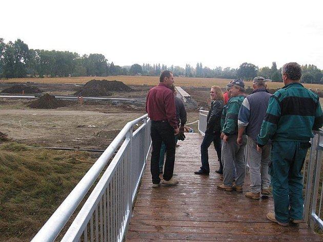 Nový most spojuje břehy Mrliny